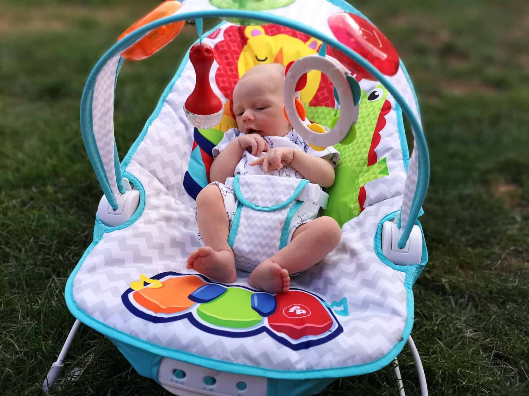 Fisher-Price Kick and Play Musical Bouncer Music New-born Baby Bouncer and Chair with Removable Toy Bar and Calming Vibrations Lights and Sound